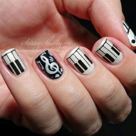 imagenes de uñas pintadas faciles y bonitas para los pies u 241 as con dise 241 os de notas musicales art blanco y