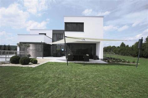 Sonnensegel Am Haus by Modernes Haus Mit Terrasse Wei 223 Es Sonnensegel