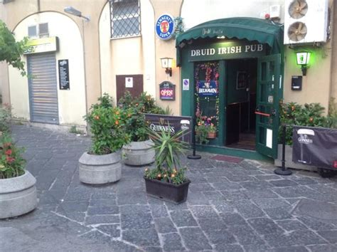 ristoranti pozzuoli porto ingresso porto foto di druid pub pozzuoli