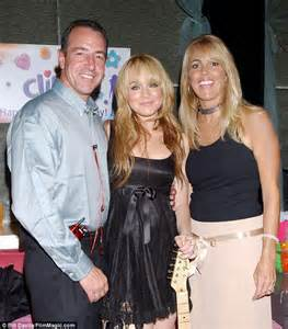 Lindsay Lohans Family Out Pumpkins For by Dina And Michael Lohan Reunite On Vh1 S Family Therapy