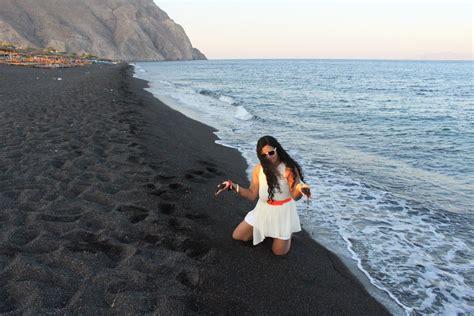 black sand 3 5 the black beach of perissa santorini docdivatraveller
