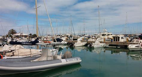 porto turistico pescara porto turistico bandiera per il marina di pescara