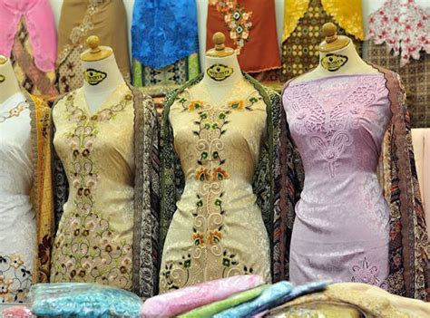 Baju Kaos Souvenir Katun Malaysia 1 16 malaysian things to buy as souvenirs in kuala lumpur