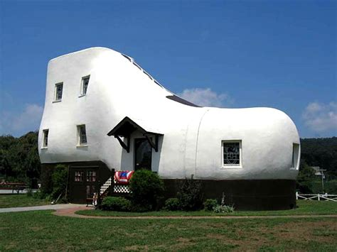 shoe house pennsylvania united states 20 weird buildings ryl forums