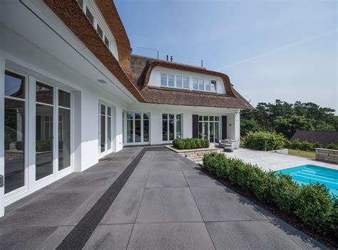 terrassenplatten f 252 r die exklusive gartengestaltung
