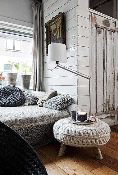 finnish home decor skandynawskie wnętrza biel szarośc drewno i szydełkowe