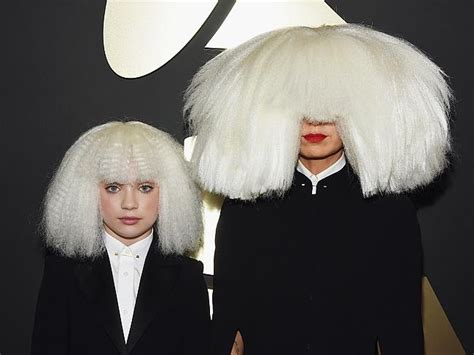 does sia wear a wig sia maddie ziegler wear same wig outfit at grammys 2015