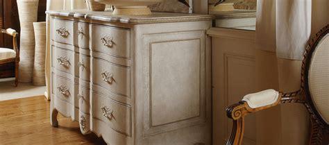 vernis ou cire sur meuble peint ciabiz