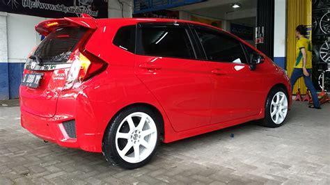 mobil honda jazz modifikasi mobil honda jazz rs warna merah jual velg