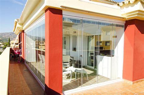 veranda coperta vetrate per esterni scorrevoli in vetro