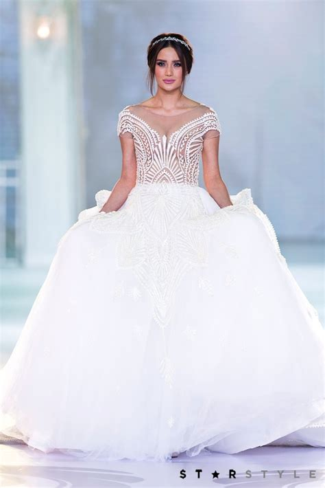by francis libiran wedding gown arci mu 241 oz looks absolutely stunning in a wedding gown