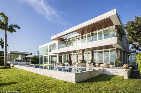 What A Riri Residence Stylish Miami Beach House Featured In Rihanna Music Video Could