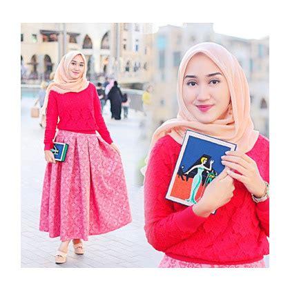 contoh gaya berpose dian pelangi busana muslim trendy hijab style gaya stylish dian