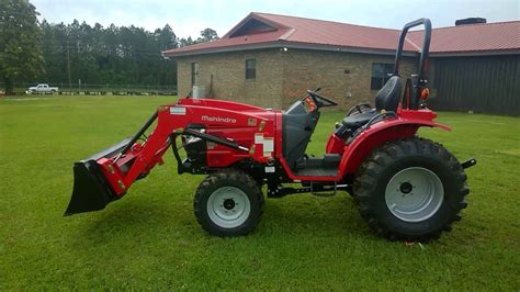 mahindra tractor loader mahindra 1526 4wd shuttle tractor with front end loader