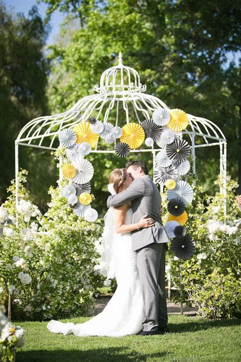 Wedding Backdrop Yellow by Pretty Photo Booth Backdrop Ideas With Lots Of Tutorials
