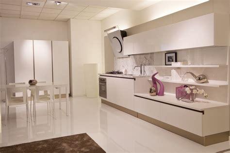 Bella Top Cucine Marmo #1: cucina-leader-cucine-naik-laccata-bianco-poro-aperto-scontato-del-50_O1.jpg