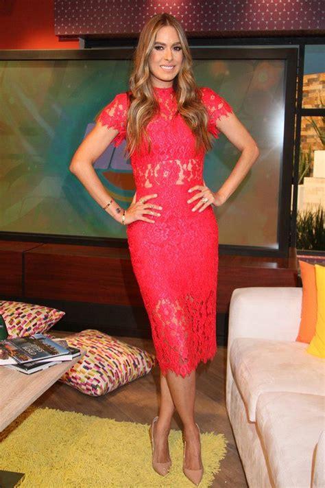 el elegante vestido rojo de galilea montijo que la hizo robar miradas en premio lo nuestro galilea montijo on elegante