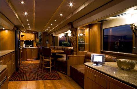 Ashton Kutcher S Luxury Trailer On The Set Of Two And A Ashton Luxury Apartment Homes