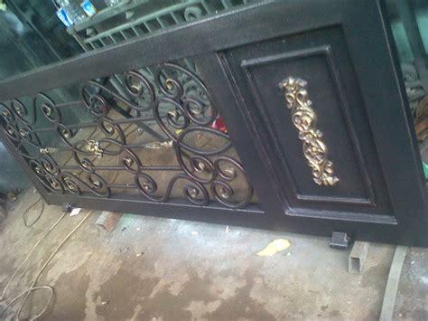 Besi tempa. Klasik. Pintu gerbang. Pagar. Balkon. Railing