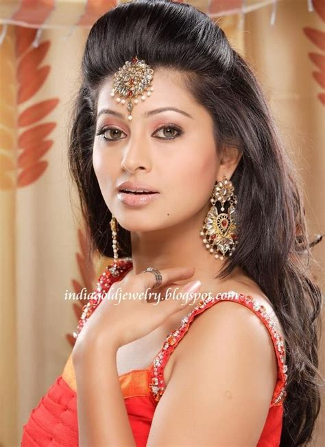 Indian Hairstyles With Puff   maang tikka with puff aweosme wish my hair did this