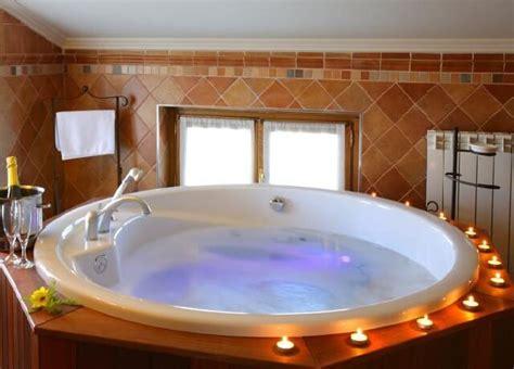 habitacion suite con jacuzzi hoteles con jacuzzi privado en la habitaci 243 n en navarra