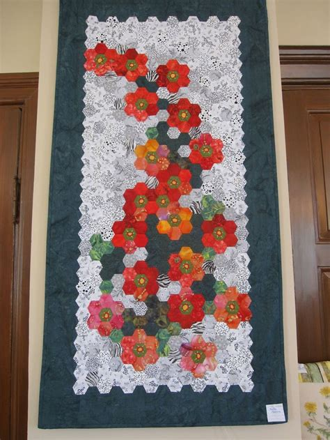 hexagon flower pattern quilt 354 best images about hexagon quilts on pinterest