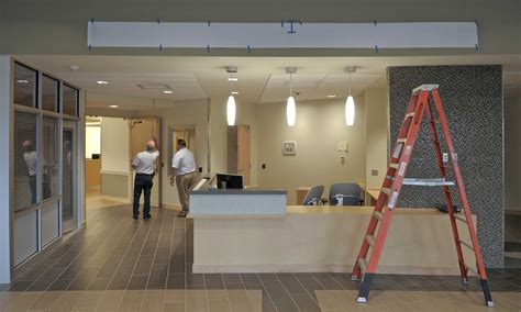 bridgeport hospital emergency room new milford hospital s new er nears completion connecticut post