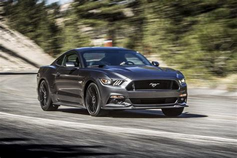 2015 Ford Mustang vs. 2015 Dodge Challenger: Which Is