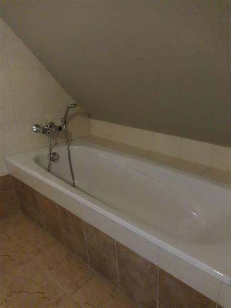 dachschräge badewanne quot die badewanne unter der dachschr 228 ge quot der valk resort