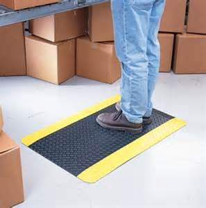 anti fatigue mats stay comfortable while using a sit