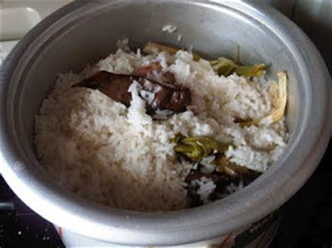 cara membuat nasi uduk kuning dengan rice cooker cara membuat nasi uduk dengan rice cooker resep masakan