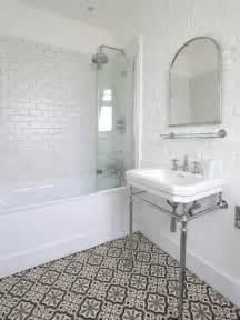 badezimmer spiegelschrank weiß badezimmer fliesen beispiele badezimmer mediterran