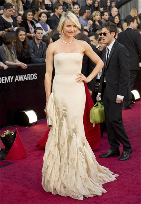 Catwalk To Carpet Cameron Diaz In Gucci by Cameron Diaz Walks Oscars Carpet In Gucci Premiere Gown