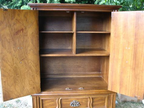 could you tell me how this stanly furniture chest
