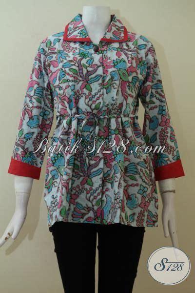 Baju Batik Fariasi baju batik wanita dengan variasi warna merah di bagian kerah dan ujung lengan bls2313p l