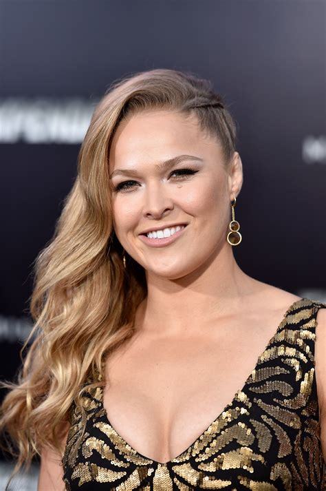 images of ronda rousey ronda rousey levar 225 a sua autobiografia para as telas do