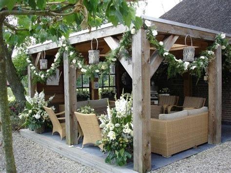 romantic and cozy atmosphere under a pergola i love the p 233 rgolas para el jard 237 n decoraci 243 n de interiores y