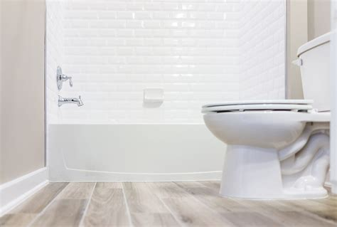 how to professionally clean a bathroom how to clean your bathroom fast professional cleaning