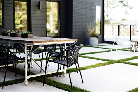 color stories  black  white outdoor rooms gardenista