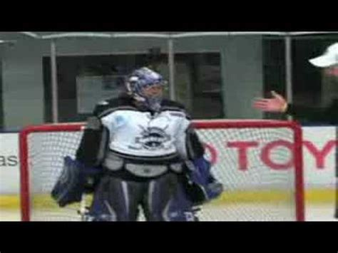 beginner tips for goalies beginner tips on how to be a goalie with jason labarbera