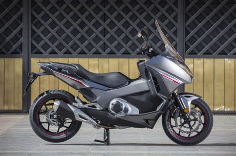 honda integra scooter honda integra scooter review 2016 visordown