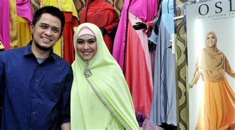 gambar tutorial hijab oki setiana dewi membedah bisnis oki setiana dewi di bidang fashion busana
