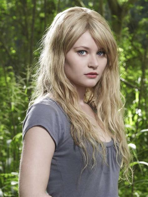 actress claire lost actress emilie de ravin alleges an american airlines