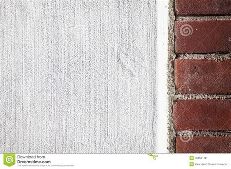 mattoni testo muro di mattoni con un rivestimento calcestruzzo