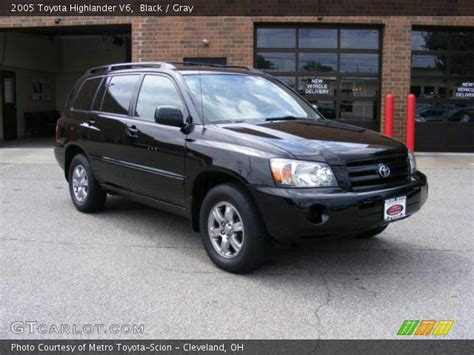 2005 Toyota Highlander V6 Black 2005 Toyota Highlander V6 Gray Interior