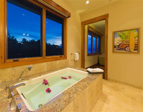 hawaiian bathroom decor 20 tropical home decorating ideas charming hawaiian decor