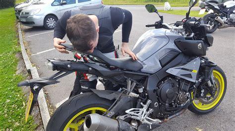 Felgenaufkleber Test by Back To Back Test Yamaha Mt 10 Vs Bmw S Visordown