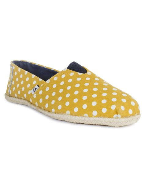 09727 Slip On Leather Casual Shoes Yellow edjoe yellow faux leather flat slip on casual shoes price in india buy edjoe yellow faux