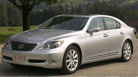 lexus metallic lexus ls 460 in silver front pose wallpaper