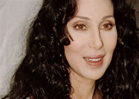 cher 2016 update cher buys over 184 000 bottles of water for flint